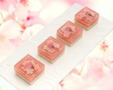 桜の上生菓子(羊羹と浮島)